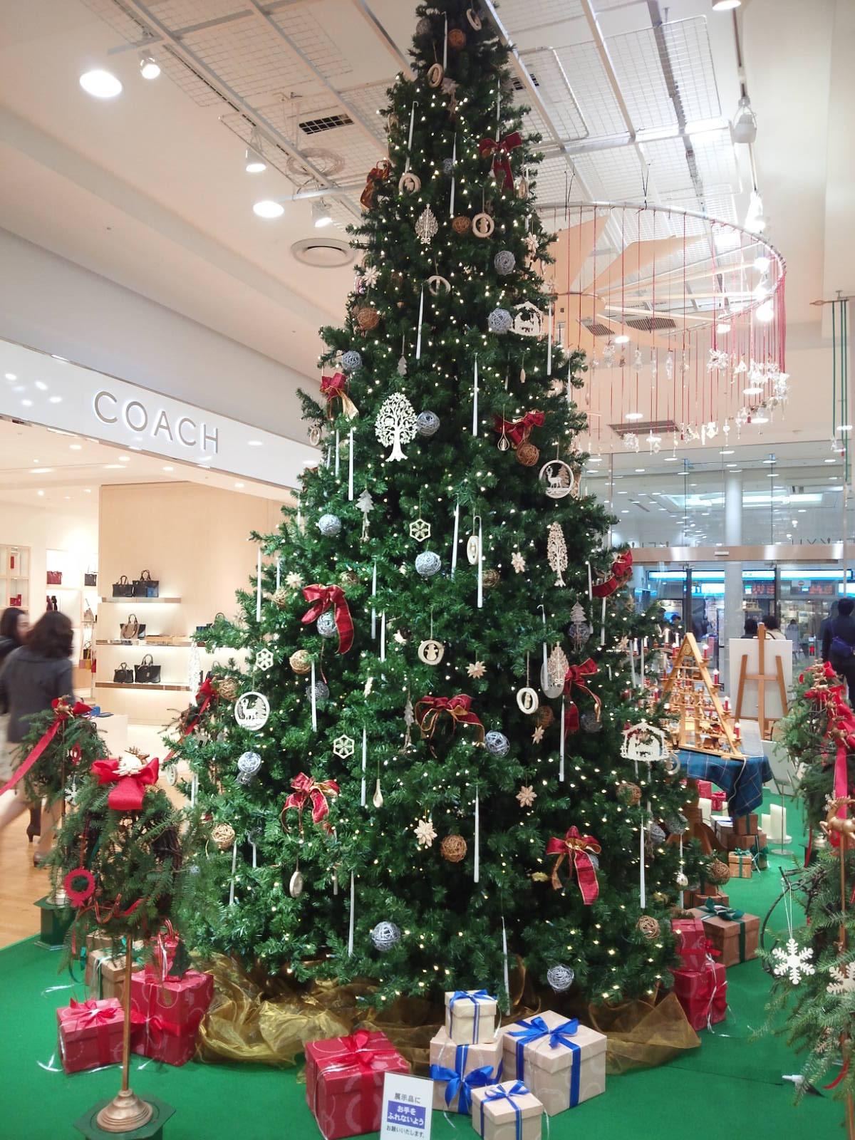 京急デパートのクリスマスツリー